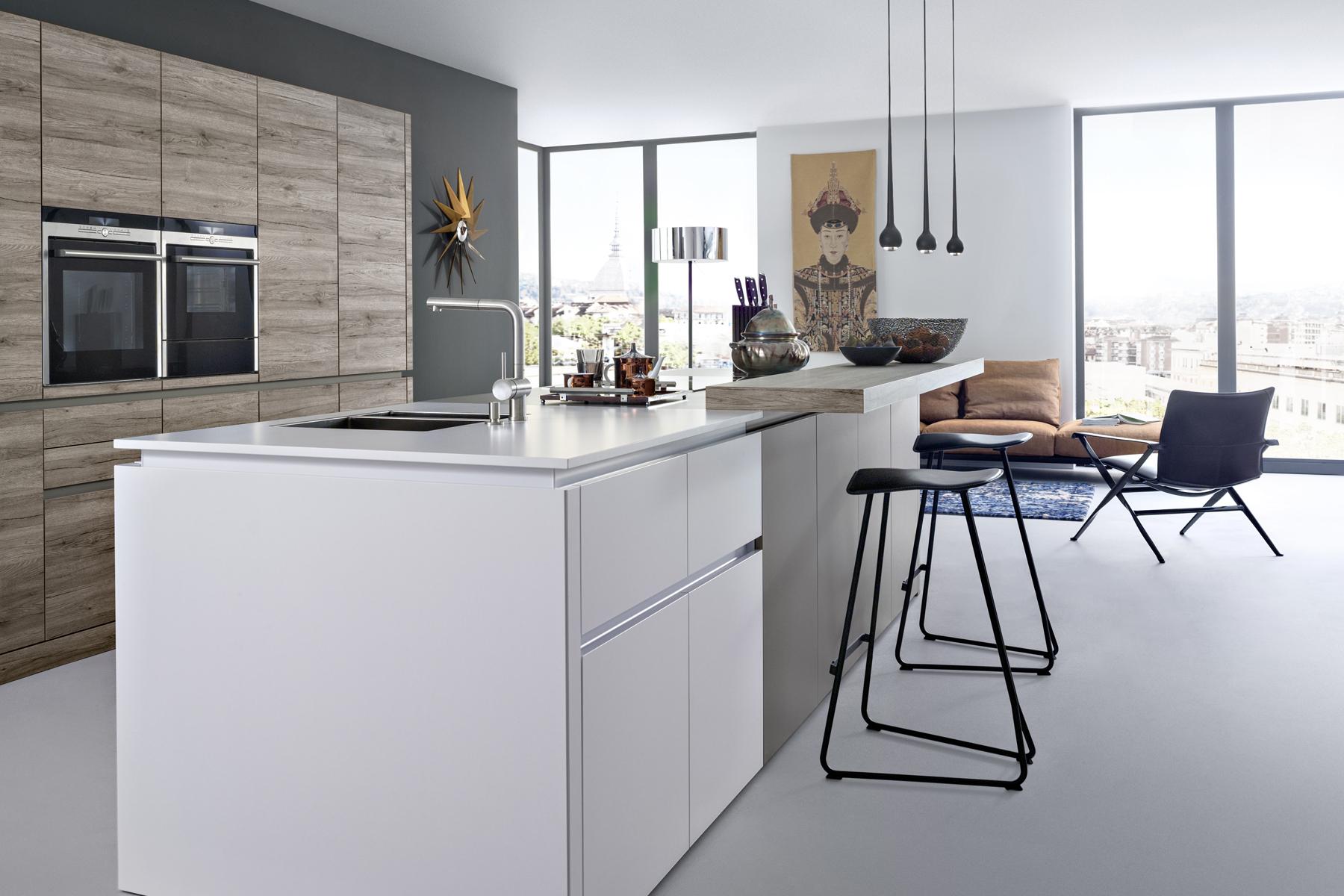 en el caso de las cocinas se aplican estaciones de carga sujetadores de electrnicos altavoces manos libres entre otros